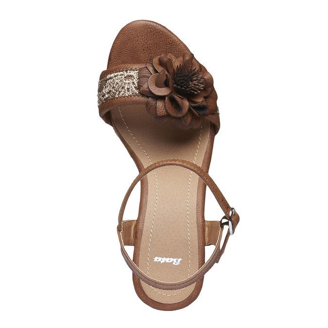 Sandały na platformie z kwiatkiem bata, brązowy, 761-4529 - 19