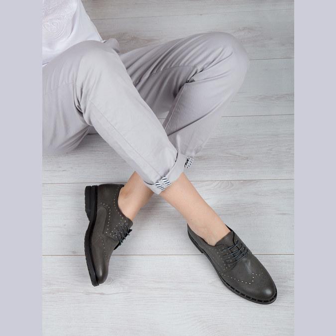 Skórzane półbuty zmetalowymi ćwiekami bata, szary, 526-9643 - 19