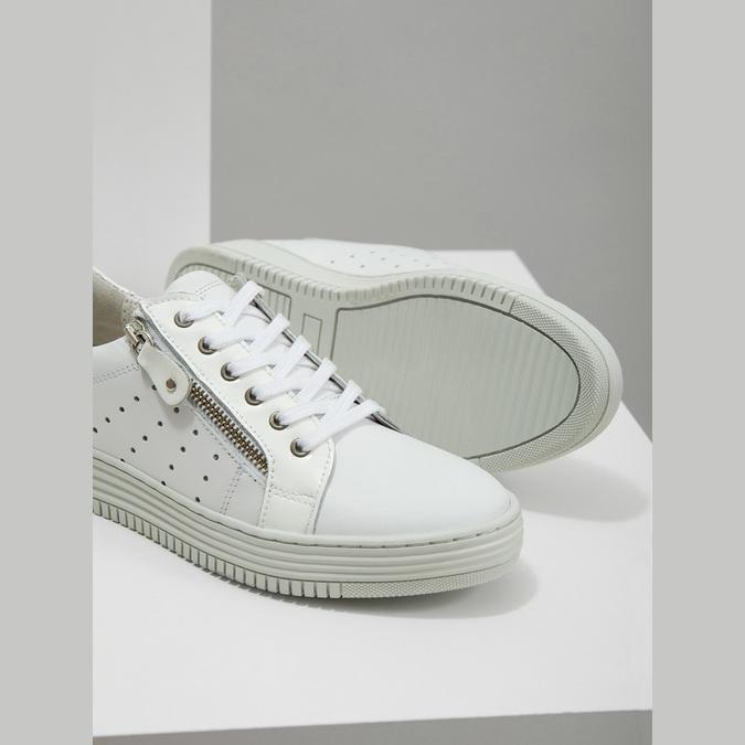 Skórzane trampki damskie zzamkami błyskawicznymi bata, biały, 526-2630 - 14