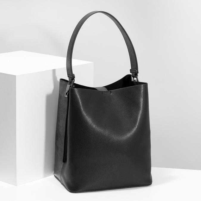 Czarna torebka zodpinanym paskiem bata, czarny, 961-2173 - 17