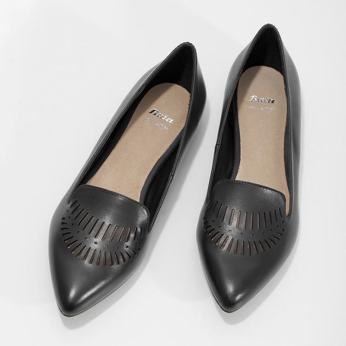 Skórzane loafersy damskie zperforacją bata, czarny, 524-6659 - 16
