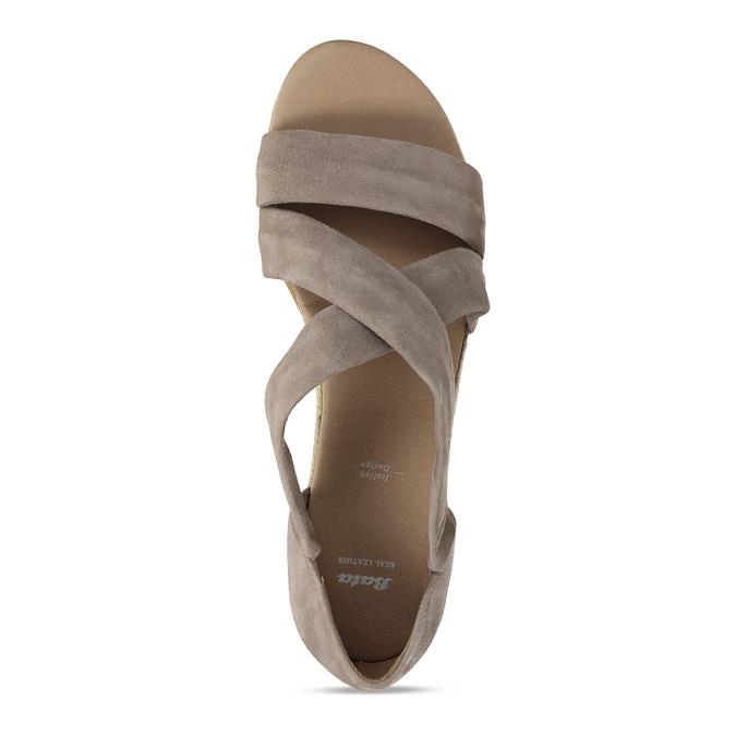 Skórzane sandały na koturnach bata, brązowy, 563-4600 - 17